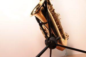 Saxxy stand - K & M alto saxophone